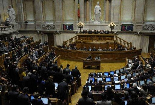 Portuguese lawmakers clear biting 2013 austerity budget