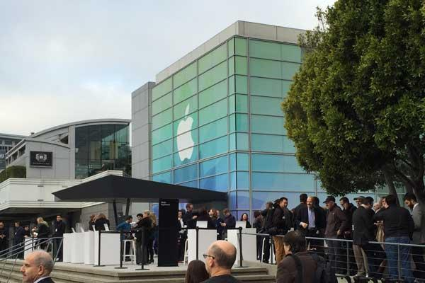 Apple Plans March 15 Event for 4-inch iPhone (Report)