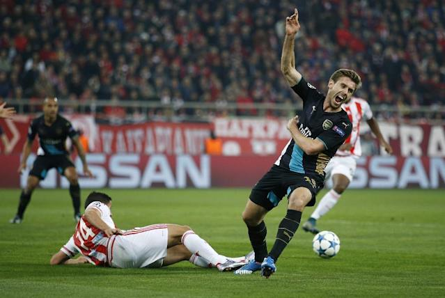 Football Soccer - Olympiacos v Arsenal - UEFA Champions League Group Stage - Group F - Georgios Karaiskakis Stadium, Piraeus, Greece - 9/12/15 Arsenal's Nacho Monreal appeals for handball against Olympiacos' Omar Elabdellaoui and Arsenal are awarded a penalty Action Images via Reuters / Andrew Couldridge Livepic EDITORIAL USE ONLY.