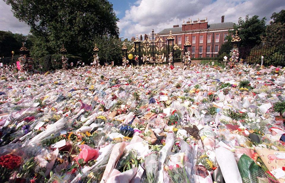File picture dated 2.9.97 of the sea of flowers outside the gates of Kensington Palace where thousands of mourners from across Britain and the world payed their last respects to Diana, Princess of Wales. The committee set up to decide on ways to mark the life of Diana, Pricess of Wales today (Wednesday) backed a memorial garden at Kensington Palace. Other key proposals are for a 5 pound coin and nursing teams for children.