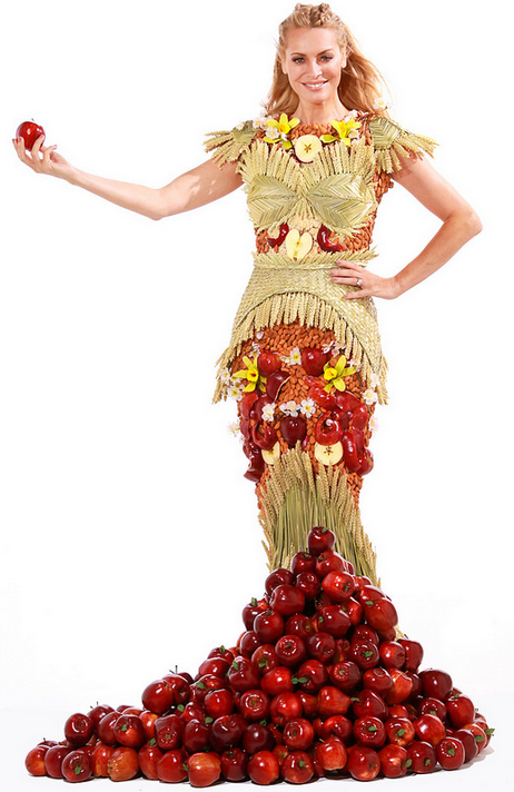 Move Over Meat Dress! There\'s Now a Gown Made of Fruits & Grains