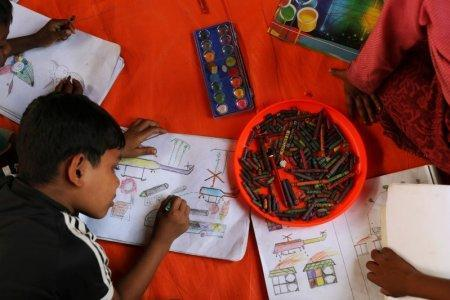 Rohingya refugee children spend time drawing at a UNICEF centre in Balukhali refugee camp near Cox's Bazar, Bangladesh, November 22, 2017. REUTERS/Susana Vera