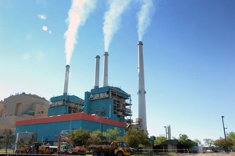 Smoke rises from a coal-burning power plant in Colstrip, Montana. (Photo: ASSOCIATED PRESS)