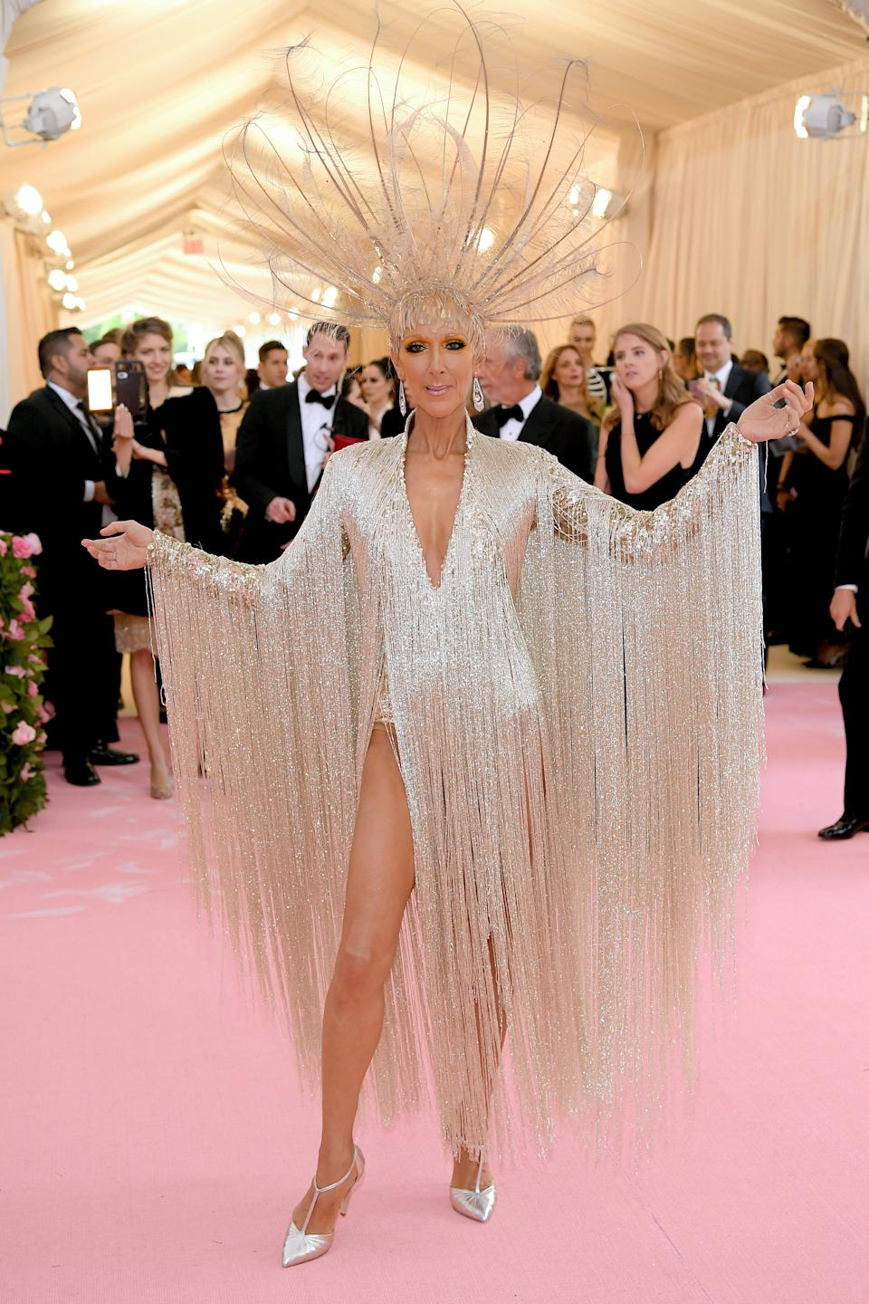 """<h1 class=""""title"""">Céline Dion in Oscar de la Renta and custom Chloe Gosselin shoes wearing Fred Leighton jewelry and a Noel Stewart headpiece</h1><cite class=""""credit"""">Photo: Getty Images</cite>"""