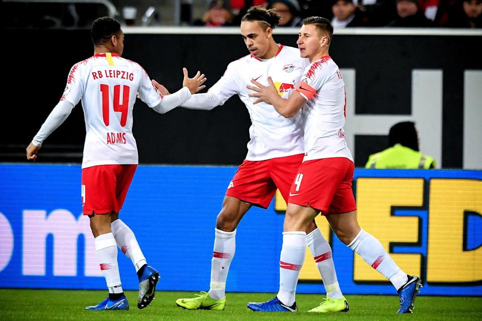 Tyler Adams (14) celebrates a goal with his RB Leipzig teammates on Sunday in Dusseldorf. (EFE)