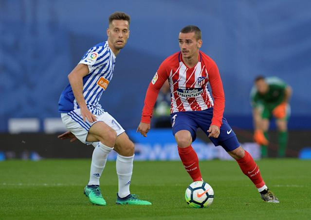 Soccer Football - La Liga Santander - Real Sociedad vs Atletico Madrid - Anoeta Stadium, San Sebastian, Spain - April 19, 2018 Real Sociedad's Sergio Canales in action with Atletico Madrid's Antoine Griezmann REUTERS/Vincent West