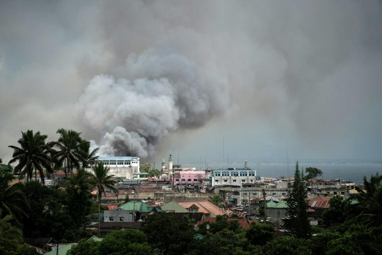 Philippine Air Force planes continue to bombard positions in Marawi as they try to dislodge Islamist militants who are holding parts of the city
