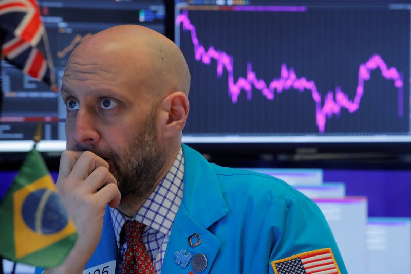 Dow tumbles more than 1000 points on coronavirus fears