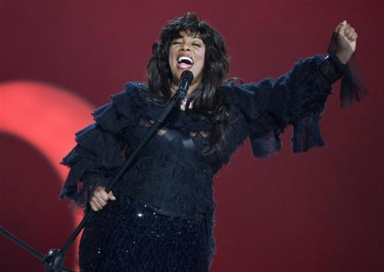 Pop diva Donna Summer performs during the Nobel Peace Prize concert in Oslo December 11, 2009. REUTERS/Chris Helgren        (NORWAY ENTERTAINMENT POLITICS)