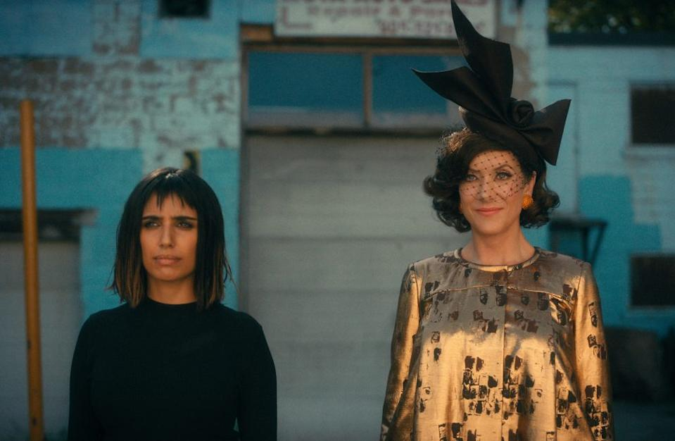 THE UMBRELLA ACADEMY (L to R) RITU ARYA as LILA and KATE WALSH as THE HANDLER in episode 205 of THE UMBRELLA ACADEMY Cr. COURTESY OF NETFLIX/NETFLIX © 2020