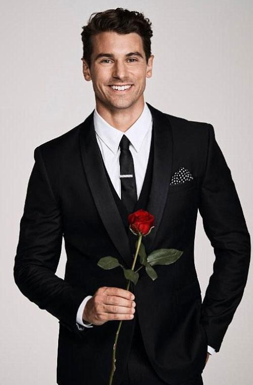 Everyone fell in love with hunky Matty 'J' Johnson when he first appeared on our screens in The Bachelorette last year. With his ripped body and cheeky grin, it was impossible not to fall for the unlucky-in-love hottie. Now new photos of Matty J have emerged, showing him before he blossomed into the fine specimen we've drooled over on Instagram a million times. Don't act like you don't do it too!