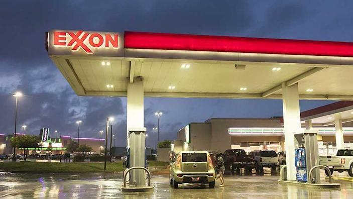 Exxon Pressed On Dividend As Huge Writedown Looms While Chevron Earnings Surprise