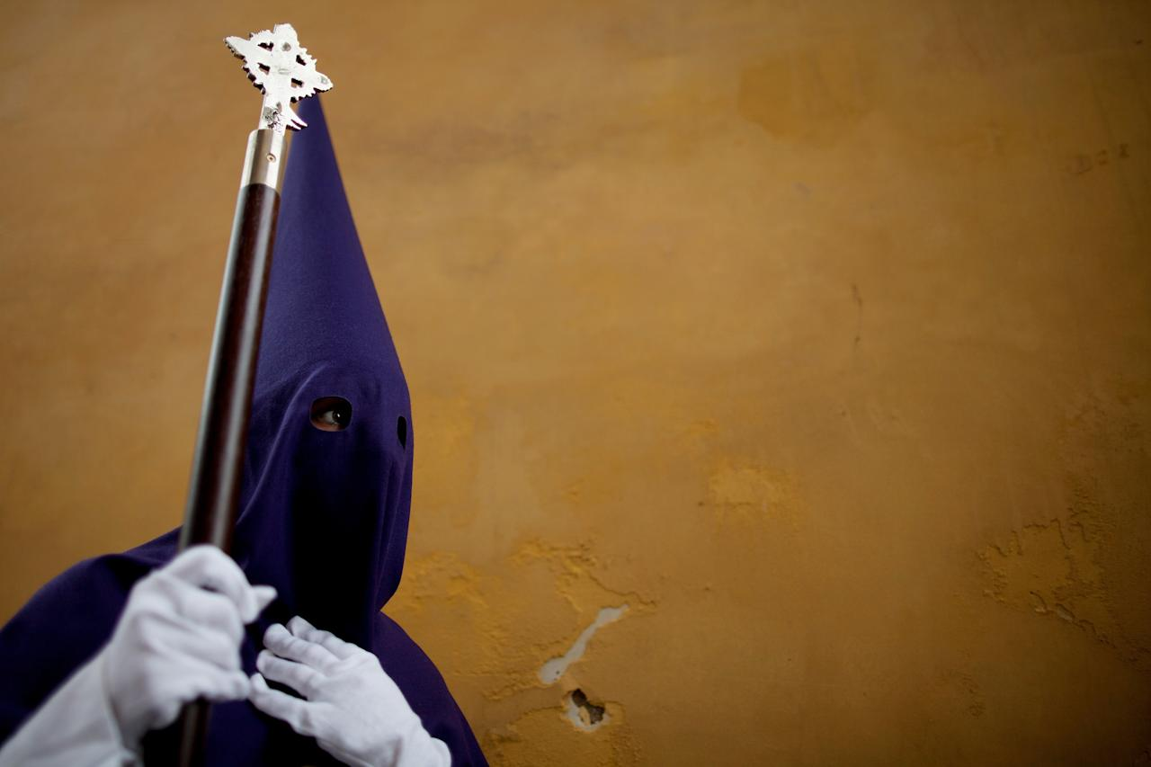 CORDOBA, SPAIN - APRIL 04:  A penitent of the 'Pasion' brotherhood walks during a Holy Week procession on April 04, 2012 in Cordoba, Spain. Many towns in Spain celebrate Easter week with processions.  (Photo by Pablo Blazquez Dominguez/Getty Images)