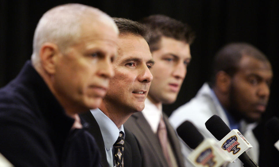 Then-Florida athletic director Jeremy Foley (L) is shown with coach Urban Meyer and quarterback Tim Tebow at a news conference in 2009. (AP)