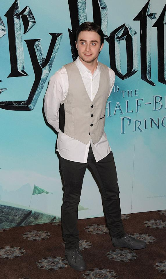 """<a href=""""http://movies.yahoo.com/movie/contributor/1802866080"""">Daniel Radcliffe</a> at the London photocall for <a href=""""http://movies.yahoo.com/movie/1809791044/info"""">Harry Potter and the Half-Blood Prince</a> - 07/06/2009"""