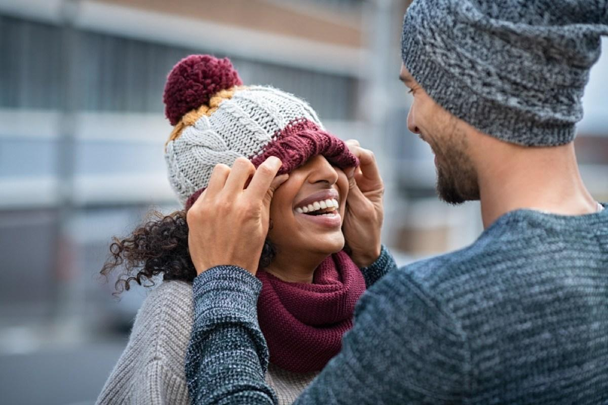 """Half a million people in the United States suffer from <a href=""""https://bestlifeonline.com/seasonal-depression-signs/?utm_source=yahoo-news&utm_medium=feed&utm_campaign=yahoo-feed"""">winter depression</a>, with an additional 10 to 20 percent of Americans dealing with a more mild form of the winter blues every year, according to the <a href=""""https://my.clevelandclinic.org/health/diseases/9293-seasonal-depression"""" target=""""_blank"""">Cleveland Clinic</a>. And while there's no substitute for seeking the help of a <a href=""""https://bestlifeonline.com/happiness-hacks/?utm_source=yahoo-news&utm_medium=feed&utm_campaign=yahoo-feed"""">mental health professional</a> if you're struggling, you can also <a href=""""https://bestlifeonline.com/greatest-happiness-hacks/?utm_source=yahoo-news&utm_medium=feed&utm_campaign=yahoo-feed"""" target=""""_blank""""> boost your mood</a> outside of your sessions with small, daily actions that are proven to make a difference when it comes to your happiness. So, before resigning yourself to feeling less than great <a href=""""https://bestlifeonline.com/tag/winter/?utm_source=yahoo-news&utm_medium=feed&utm_campaign=yahoo-feed"""">all winter long</a>, discover some easy, expert-backed ways to <a href=""""https://bestlifeonline.com/winter-productivity/?utm_source=yahoo-news&utm_medium=feed&utm_campaign=yahoo-feed"""">beat the winter blues</a> this year.      <div class=""""number-head-mod number-head-mod-standalone"""">         <h2 class=""""header-mod"""">                     <div class=""""number"""">1</div>             <div class=""""title"""">Leave yourself notes.</div>                     </h2>     </div>"""