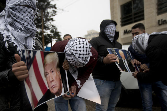 <p>Palestinians holds posters of the President Donald Trump during a protest in the West Bank City of Ramallah, Wednesday, Dec. 6, 2017. (Photo: Majdi Mohammed/AP) </p>