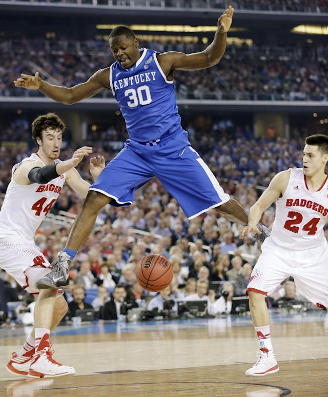 Kentucky forward Julius Randle (30) loses the ball as Wisconsin forward Frank Kaminsky (44) and guard Bronson Koenig (24) defend during the first half of the NCAA Final Four tournament college basketball semifinal game Saturday, April 5, 2014, in Arlington, Texas. (AP Photo/Eric Gay)