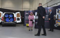 SALISBURY, ENGLAND - OCTOBER 15: Britain's Queen Elizabeth II (L), Prince William, Duke of Cambridge (C) and Dstl Chief Executive Gary Aitkenhead (R) view a demonstration of a Forensic Explosives Investigation with a model explosive device in a vehicle at the Energetics Analysis Centre as they visit the Defence Science and Technology Laboratory (Dstl) at Porton Down science park on October 15, 2020 near Salisbury, England. The Queen and the Duke of Cambridge visited the Defence Science and Technology Laboratory (Dstl) where they were to view displays of weaponry and tactics used in counter intelligence, a demonstration of a Forensic Explosives Investigation and meet staff who were involved in the Salisbury Novichok incident. Her Majesty and His Royal Highness also formally opened the new Energetics Analysis Centre. (Photo by Ben Stansall - WPA Pool/Getty Images)