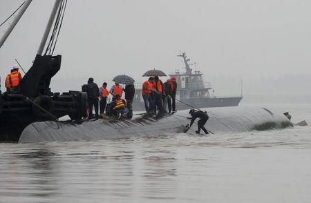 A diver prepares to dive in the river to search for survivors after a ship sank at the Jianli section of the Yangtze River, Hubei province, China, June 2, 2015. REUTERS/China Daily