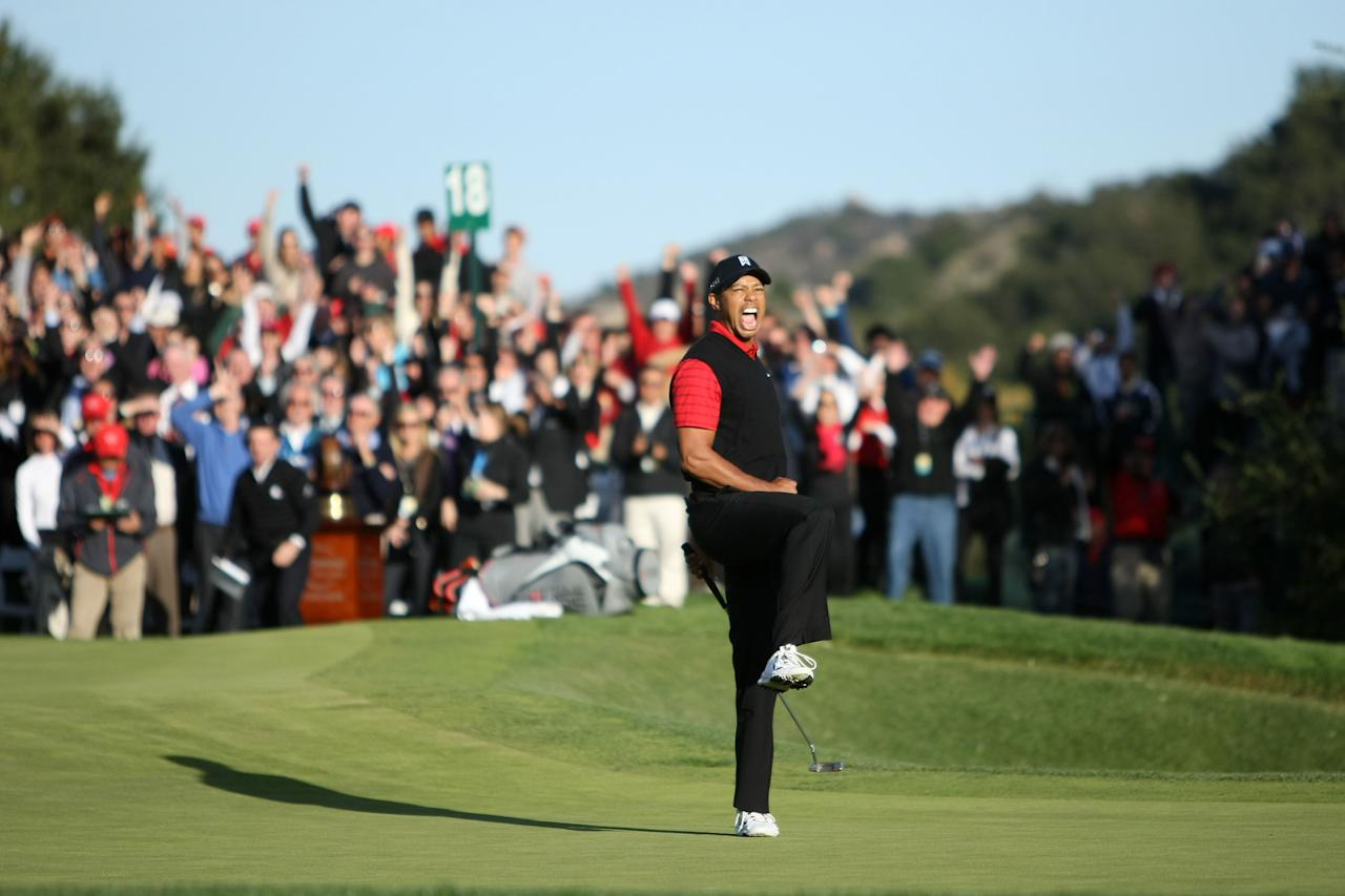 THOUSAND OAKS, CA - DECEMBER 04:  Tiger Woods celebrates after his birdie putt on the 18th hole to win the Chevron World Challenge at Sherwood Country Club on December 4, 2011 in Thousand Oaks, California. Woods finished at 10 under par to beat Zach Johnson by one stroke.  (Photo by Robert Meggers/Getty Images)