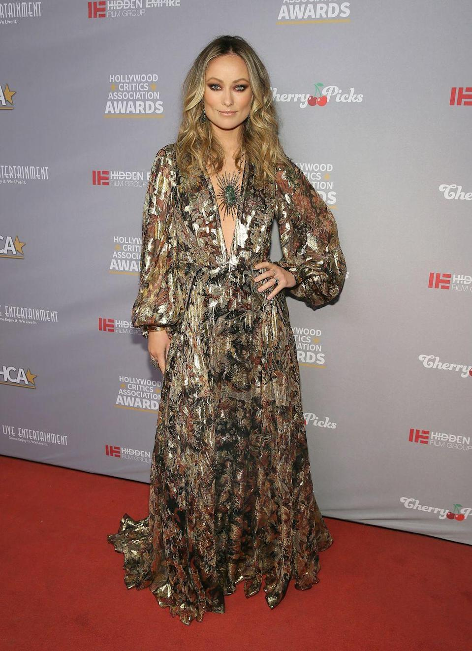 <p>A custom-made Etro gold dress, decorated with floral patterns, and a green stone fitted inside a gold starburst necklace was the perfect look for the wintery weather. <br></p>