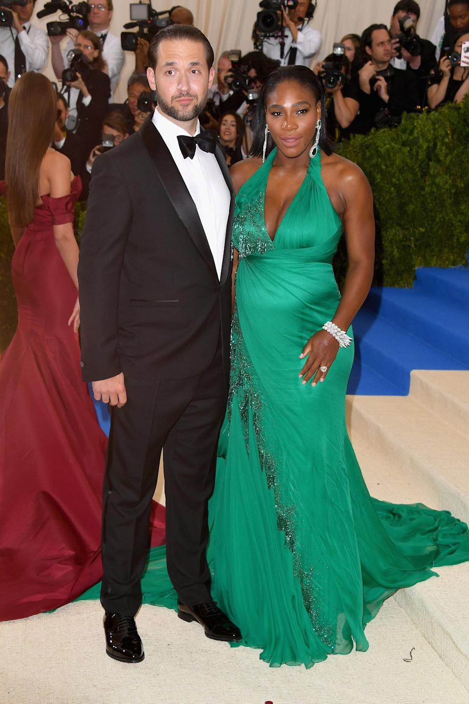"""<h1 class=""""title"""">Serena Williams in Versace and Alexis Ohanian</h1><cite class=""""credit"""">Photo: Getty Images</cite>"""