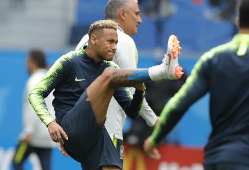 Brazil's Neymar, centre, exercises during Brazil's official training on the eve of the group E match between Brazil and Costa Rica at the 2018 soccer World Cup in the St. Petersburg stadium in St. Petersburg, Russia, Thursday, June 21, 2018. (AP Photo/Dmitri Lovetsky)