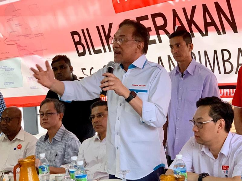 PKR president Datuk Seri Anwar Ibrahim said the battle for Pakatan Harapan to clinch Tanjung Piai was a difficult one with the campaign against the Opposition being closely fought. — Picture by Ben Tan