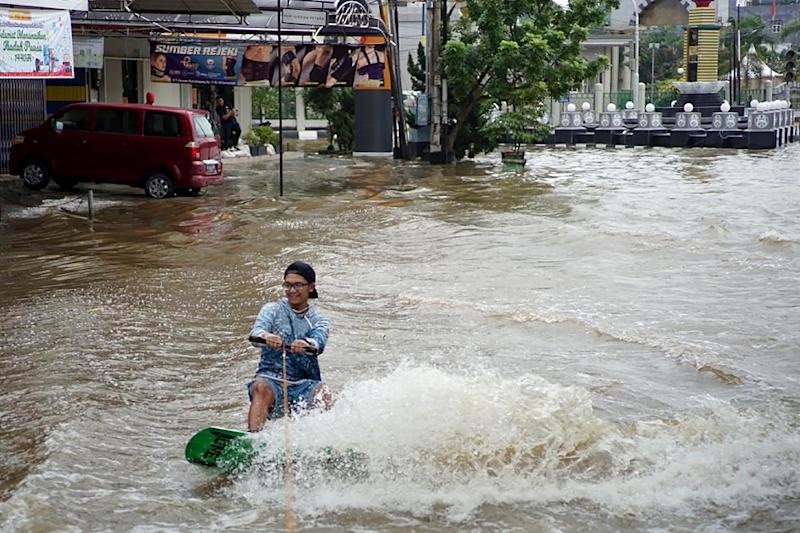 Heavy rains in Samarinda city have affected tens of thousands of residents