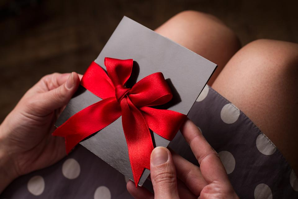 Beware of gift cards of unknown origin. (Photo: Getty)
