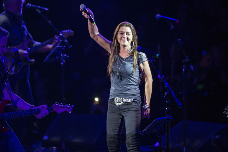 PHOENIX, ARIZONA - DECEMBER 08: Musician Gretchen Wilson performs on stage at Celebrity Theatre on December 08, 2018 in Phoenix, Arizona. (Photo by Daniel Knighton/Getty Images)