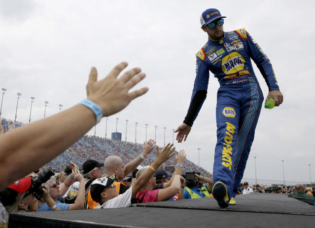 """<a class=""""link rapid-noclick-resp"""" href=""""/nascar/sprint/drivers/3311/"""" data-ylk=""""slk:Chase Elliott"""">Chase Elliott</a>, right, greets fans before a NASCAR Cup Monster Energy Series auto race at Chicagoland Speedway in Joliet, Ill., Sunday, Sept. 17, 2017. (AP Photo/Nam Y. Huh)"""