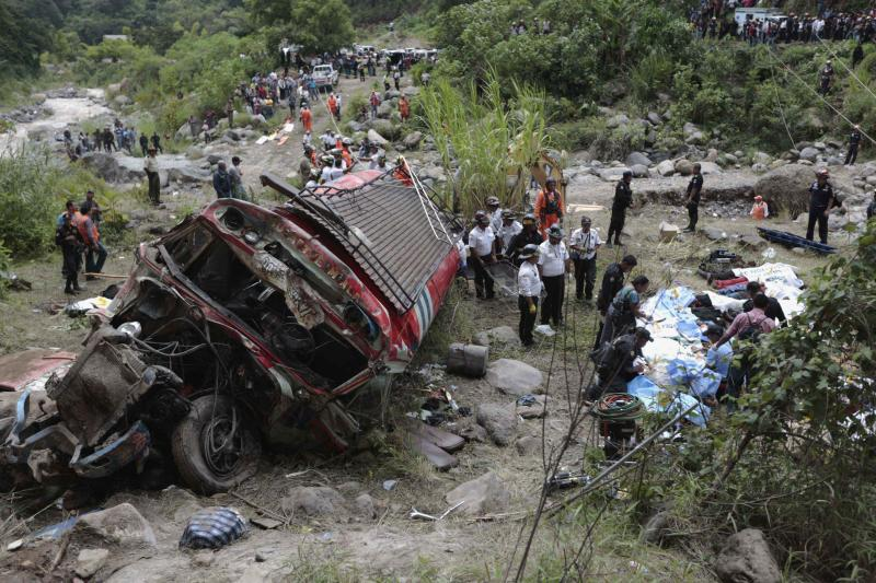 ATTENTION EDITORS - VISUAL COVERAGE OF SCENES OF INJURY OR DEATH  Forensic technicians work at a bus crash site in San Martin Jilotepeque, Chimaltenango region September 9, 2013. At least 38 people were killed and dozens injured on Monday when the bus went off a cliff on a hairpin bend in rural Guatemala, tumbling some 200 meters (660 feet) into a river at the bottom of a ravine, officials said. Rescue workers said that the bus, which plunged off of a paved highway roughly 60 km (37 miles) northwest of Guatemala City, was completely destroyed and that 46 people had been taken to nearby hospitals to be treated for injuries. REUTERS/Jorge Dan Lopez (GUATEMALA - Tags: DISASTER TRANSPORT) TEMPLATE OUT