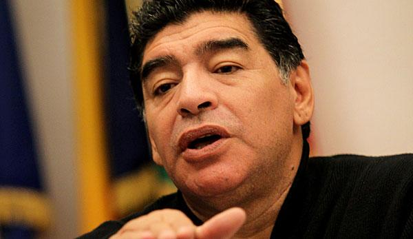 "International: Maradona: ""Dani Alves ist ein Idiot"""