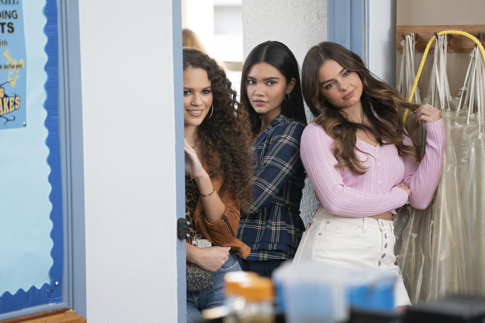 Madison Pettis as Alden, Myra Molloy as Quinn and Addison Rae as Padgett Sawyer in