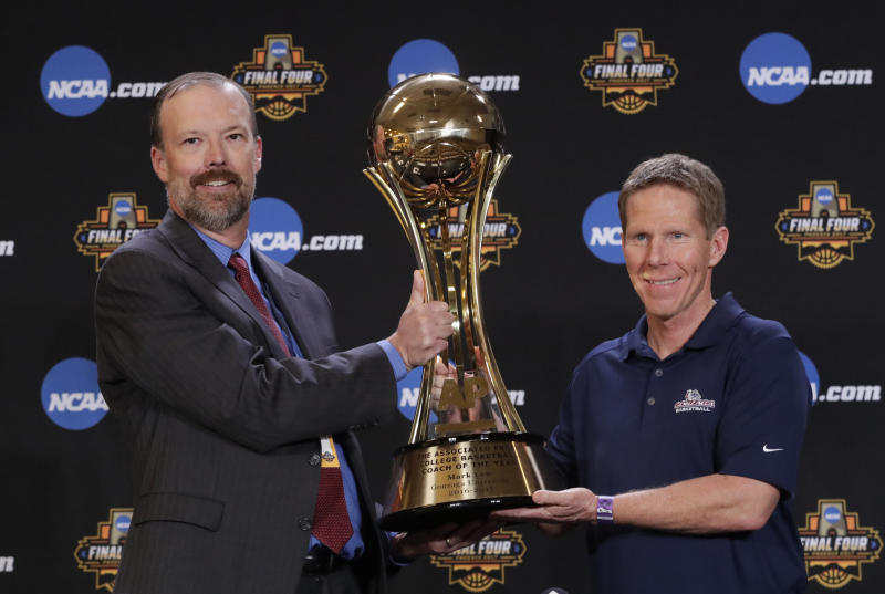 Associated Press Deputy Director of Sports Products Barry Bedlan hands Gonzaga head coach Mark Few the 2016-2017 Coach of the Year trophy at a news conference Thursday, March 30, 2017, in Glendale, Ariz. (AP Photo/Matt York)