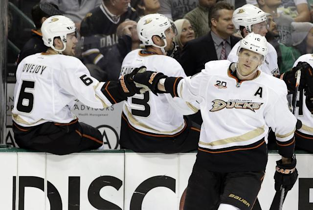 Anaheim Ducks' Corey Perry (10 is congratulated on his goal against the Dallas Stars by Ben Lovejoy (6) in the first period of Game 4 of a first-round NHL hockey Stanley Cup playoff series, Wednesday, April 23, 2014, in Dallas. (AP Photo/Tony Gutierrez)