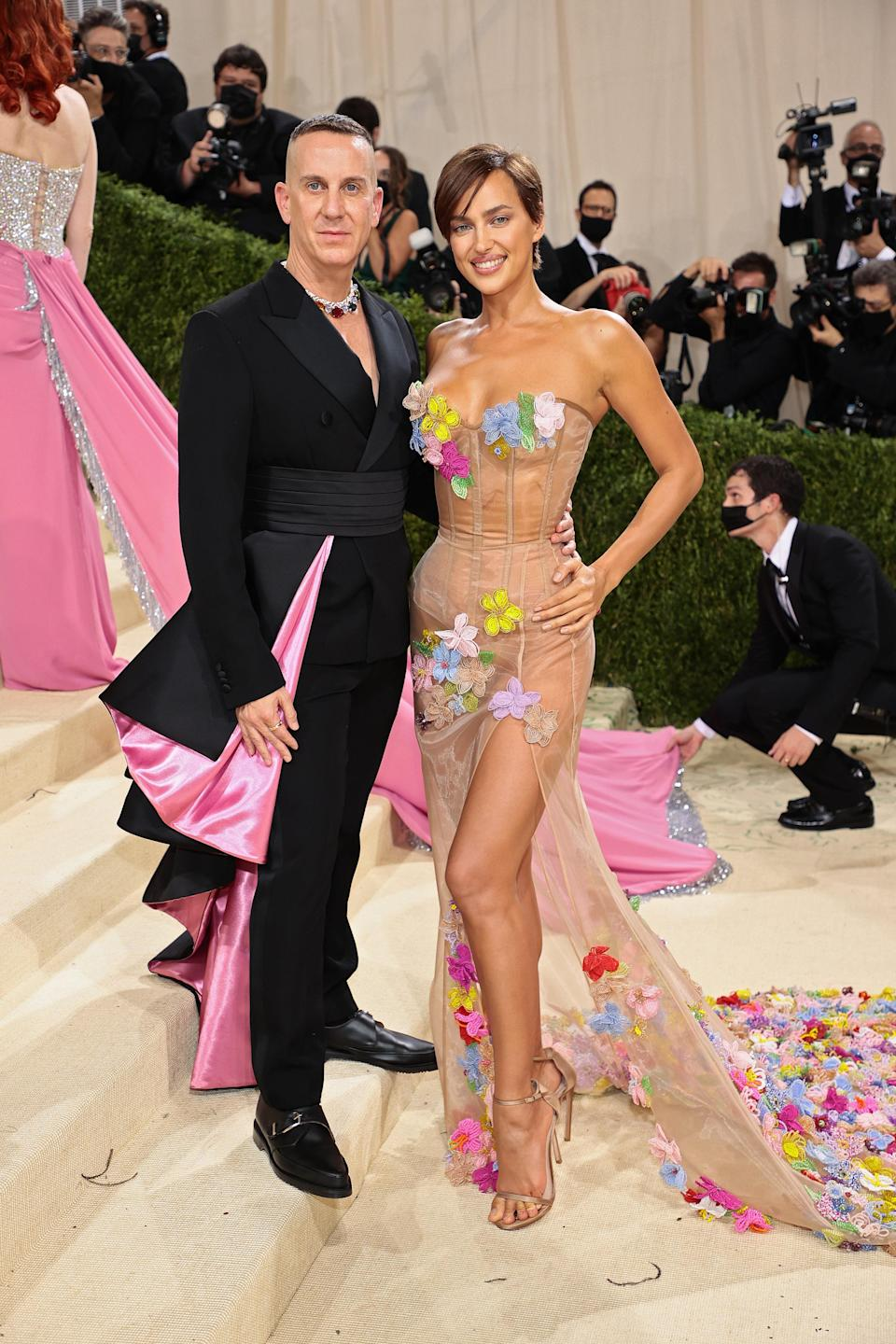 """<h1 class=""""title"""">Jeremy Scott and Irina Shayk, The 2021 Met Gala Celebrating In America: A Lexicon Of Fashion - Arrivals</h1><cite class=""""credit"""">Getty</cite>"""