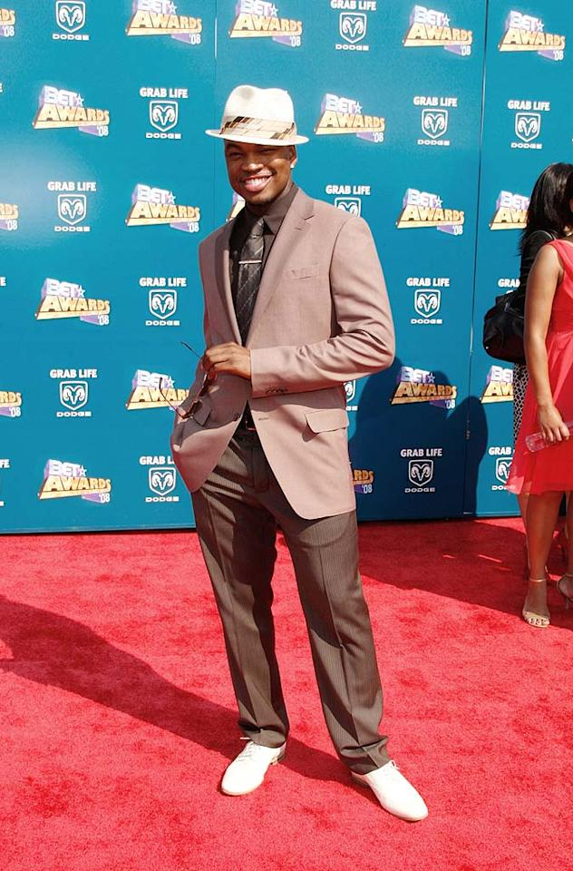 "Ne-Yo brought a touch of class to the red carpet in his dapper suit and stylish fedora. Frazer Harrison/<a href=""http://www.gettyimages.com/"" target=""new"">GettyImages.com</a> - June 24, 2008"
