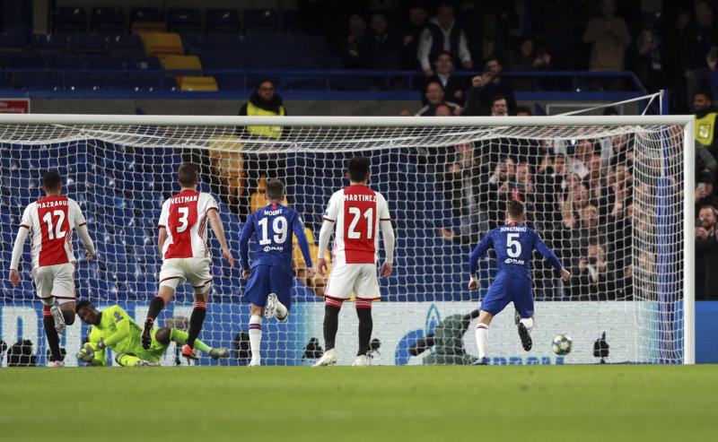 Chelsea's Jorginho, right, scores his side's opening goal from the penalty spot during the Champions League, group H, soccer match between Chelsea and Ajax, at Stamford Bridge in London, Tuesday, Nov. 5, 2019. (AP Photo/Ian Walton)