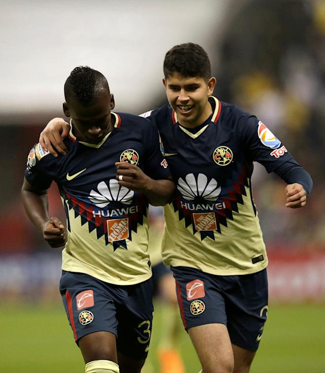Soccer Football - Club America v Deportivo Saprissa - CONCACAF Champions League - Azteca stadium, Mexico City, Mexico - February 28, 2018 -Darwin Quintero (L) of Club America celebrates with teammate Carlos Vargas after scoring against Deportivo Saprissa. REUTERS/Henry Romero