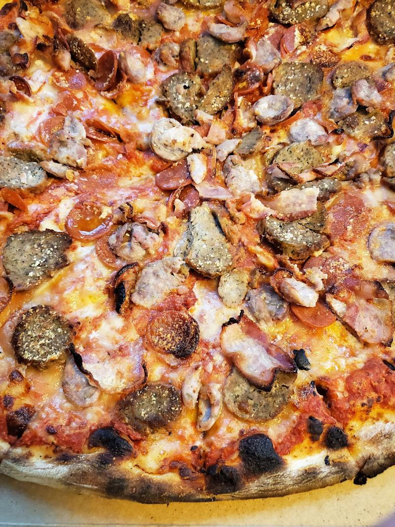 The quality and quantity of meats used on the Amanti Della Carne is fantastic, including bacon, meatballs, sausage and pepperoni.