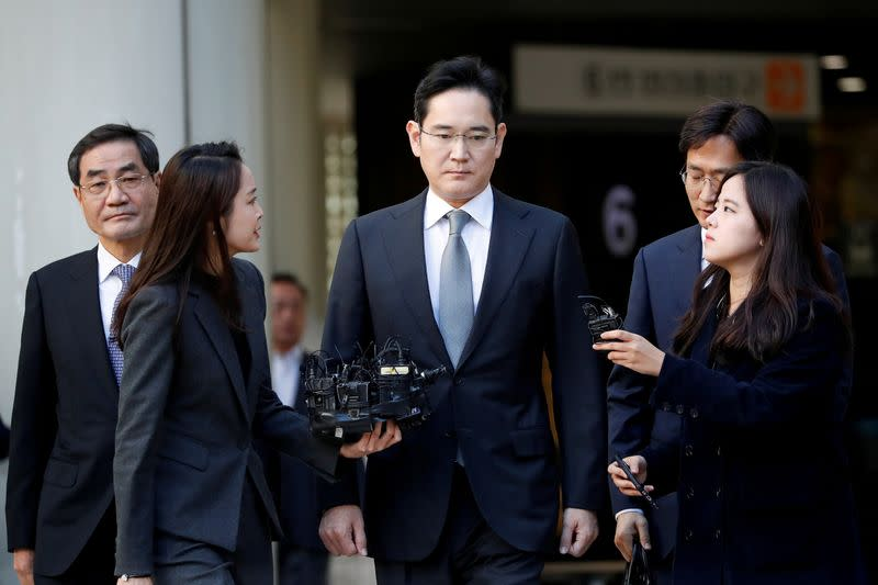 FILE PHOTO: Samsung Electronics Vice Chairman, Jay Y. Lee, leaves the Seoul high court in Seoul