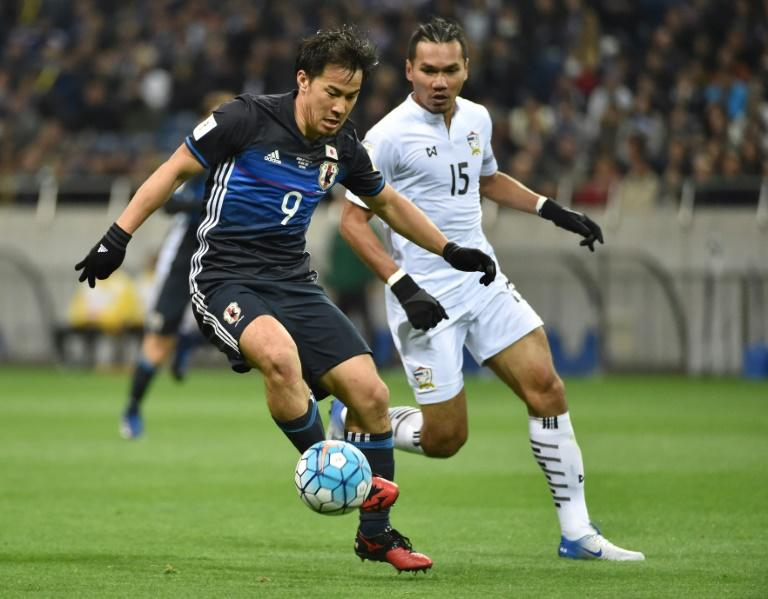 Japan forward Shinji Okazaki (L) is tracked by Thailand's Koravit Namwiset during World Cup 2018 group B qualifying match in Saitama on March 28, 2017