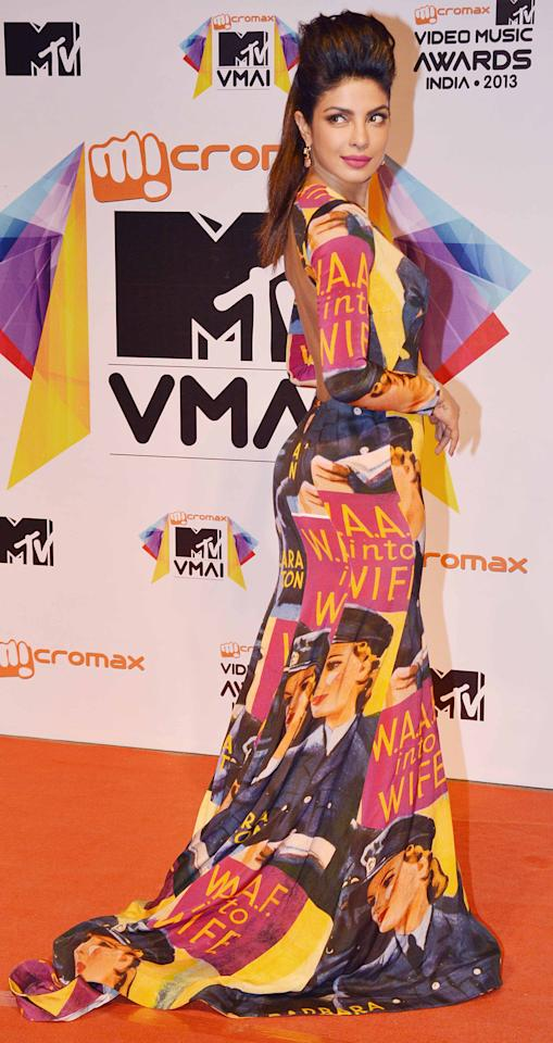 Priyanka Chopra brings in the vibe of edge in Gauri and Nainika creation at the MTV Video Music Awards.