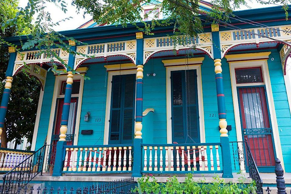 <p>A lesson in color theory comes to life on the facade of this Victorian New Orleans home. </p>