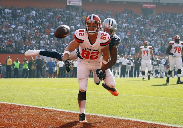 <p>Gary Barnidge #82 of the Cleveland Browns can't make the catch against Byron Jones #31 of the Dallas Cowboys in the first half at FirstEnergy Stadium on November 6, 2016 in Cleveland, Ohio. (Photo by Gregory Shamus/Getty Images) </p>