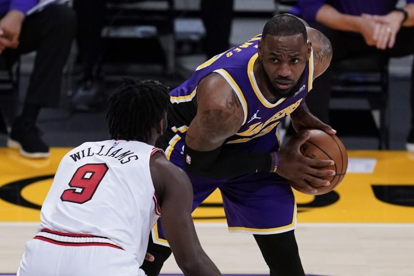 Los Angeles Lakers forward LeBron James, right, looks past Chicago Bulls forward Patrick Williams.