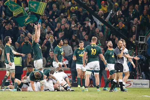 South African players, media and fans enjoyed their series-sealing victory over England (AFP Photo/MARCO LONGARI)